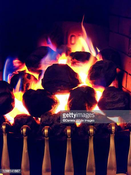 burning coal - fire natural phenomenon stock pictures, royalty-free photos & images