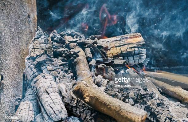 burning coals in a grill. - 薪 ストックフォトと画像