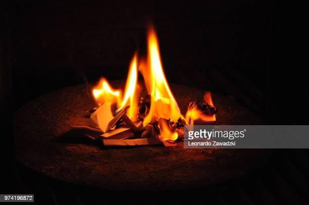 burning desires - アウトドアファイヤー ストックフォトと画像
