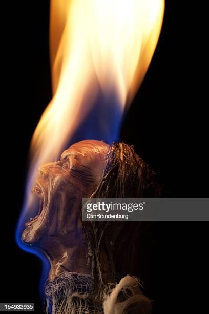 burning hombre - quemadura piel fotografías e imágenes de stock