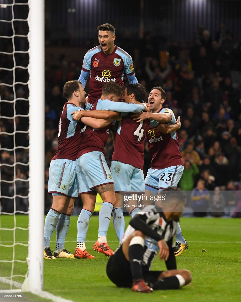 Burnley player Jeff Hendrick celebrates his 74th minute winning goal during the Premier League match between Burnley and Newcastle United at Turf Moor on October 30, 2017 in Burnley, England.