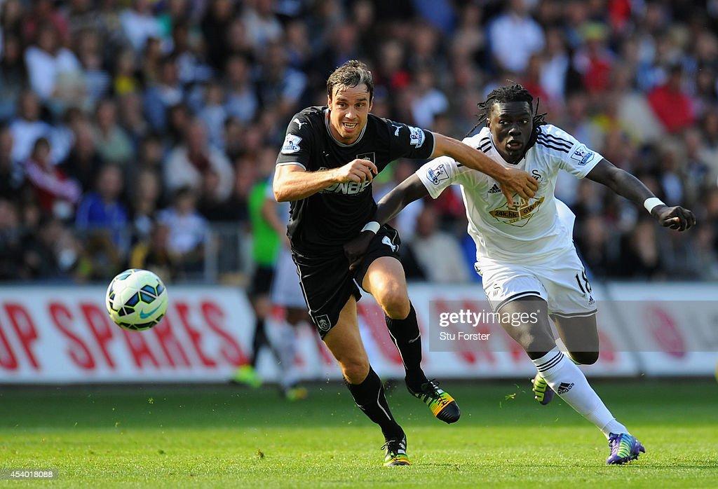 Swansea City v Burnley - Premier League : News Photo
