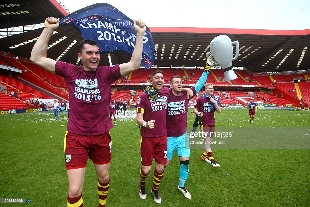 Burnley players celebrate champions of the Sky Bet Championship after the Sky Bet Championship match between Charlton Athletic and Burnley on May 7, 2016 in London, United Kingdom.