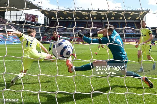 Burnley's Czech striker Matej Vydra scores the first goal past Newcastle United's Slovakian goalkeeper Martin Dubravka during the English Premier...