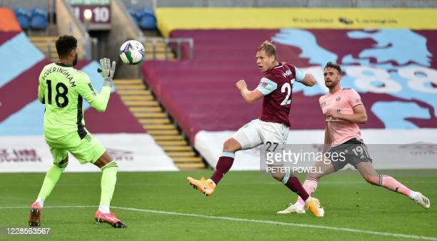 Burnley's Czech striker Matej Vydra shoots past Sheffield United's English goalkeeper Wes Foderingham to score the equalising goal during the English...