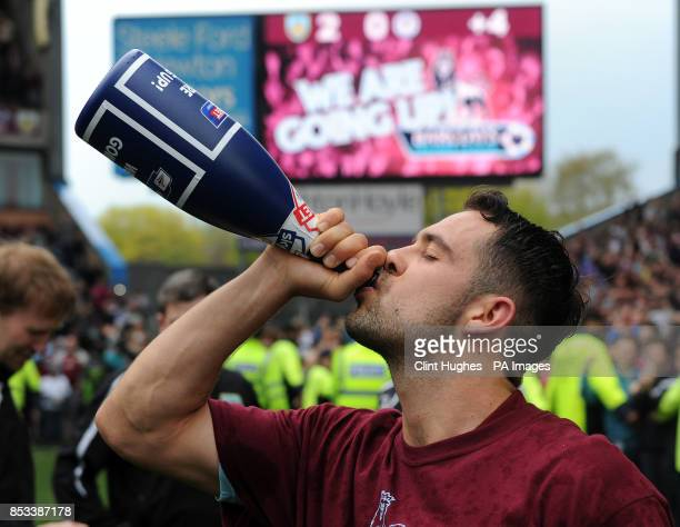 Burnley's Danny Ings celebrates with a bottle of champagne after his side win promotion to the Premier League during the Sky Bet Championship match...