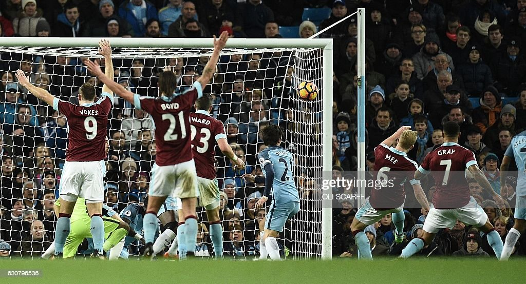Burnley's English defender Ben Mee (2R) scores his team's first goal during the English Premier League football match between Manchester City and Burnley at the Etihad Stadium in Manchester, north west England, on January 2, 2017. / AFP / Oli SCARFF / RESTRICTED TO EDITORIAL USE. No use with unauthorized audio, video, data, fixture lists, club/league logos or 'live' services. Online in-match use limited to 75 images, no video emulation. No use in betting, games or single club/league/player publications. /
