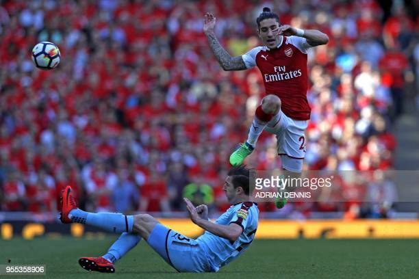 Burnley's Irish defender Stephen Ward vies with Arsenal's Spanish defender Hector Bellerin during the English Premier League football match between...