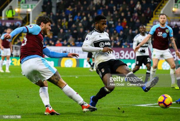 Burnley's Jeff Hendrick scores his side's equalising goal to make the score 11 during the Premier League match between Burnley FC and Fulham FC at...