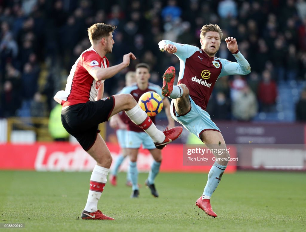 Burnley's Jeff Hendrick vies for possession with Southampton's Jack Stephens during the Premier League match between Burnley and Southampton at Turf Moor on February 24, 2018 in Burnley, England.