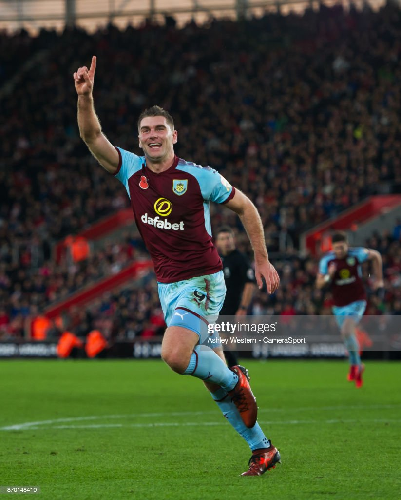 Burnley's Sam Vokes celebrates scoring the opening goal during the Premier League match between Southampton and Burnley at St Mary's Stadium on November 4, 2017 in Southampton, England.