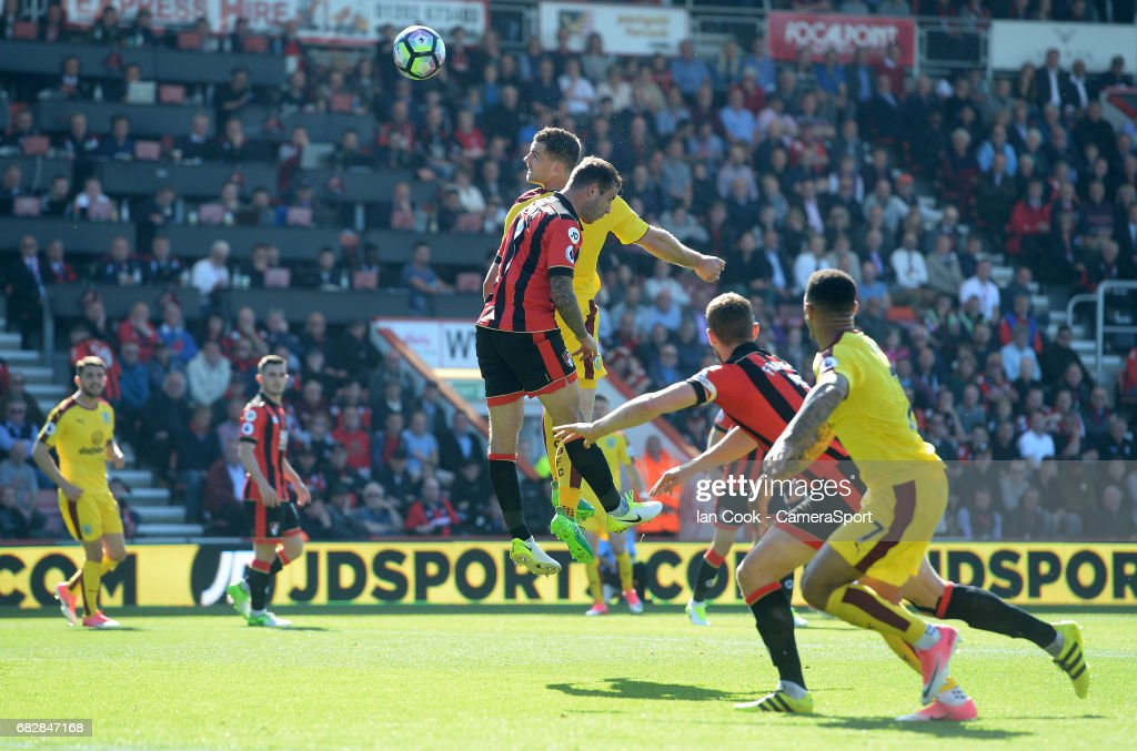 Burnley's Sam Vokes scores his sides first goal during the Premier League match between Bournemouth and Burnley at Vitality Stadium on May 13, 2017 in Bournemouth, England.