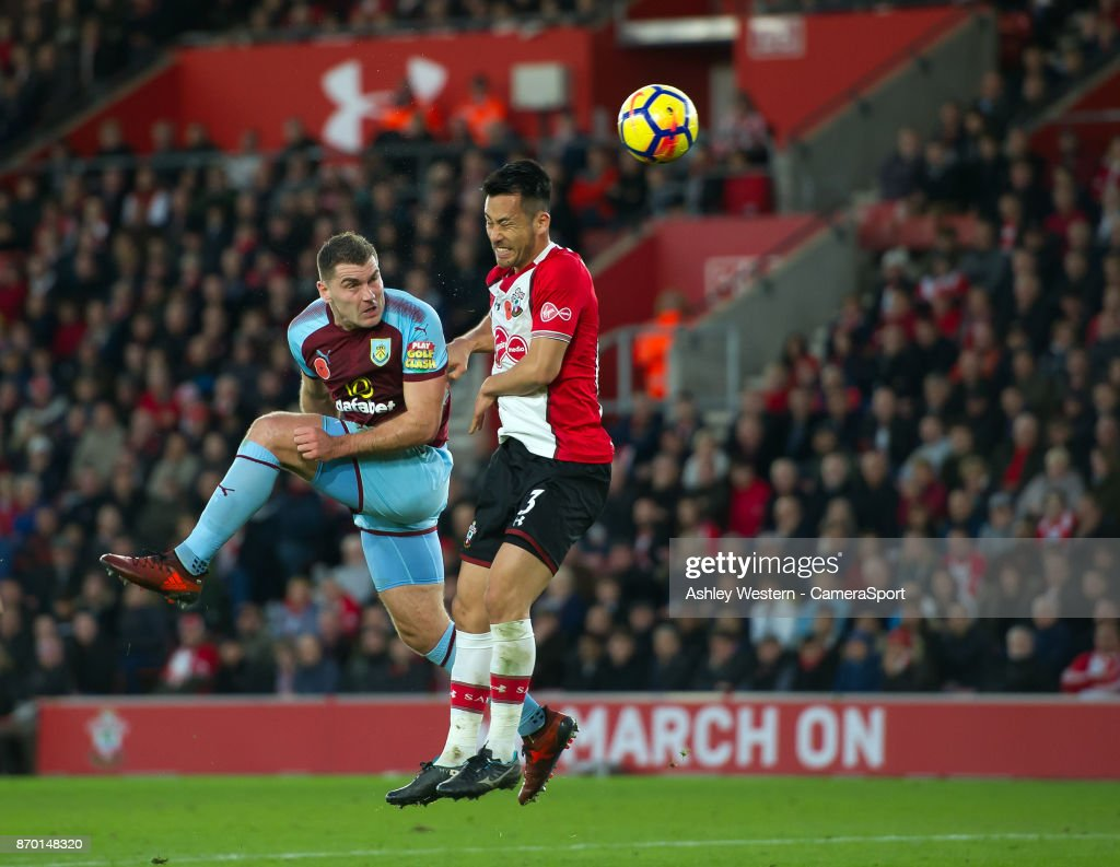 Burnley's Sam Vokes scores the opening goal during the Premier League match between Southampton and Burnley at St Mary's Stadium on November 4, 2017 in Southampton, England.