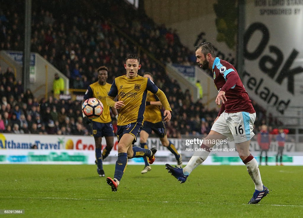 Burnley v Bristol City - The Emirates FA Cup Fourth Round : News Photo
