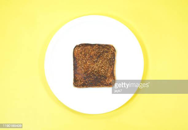 burnt bread slice - geruïneerd stockfoto's en -beelden