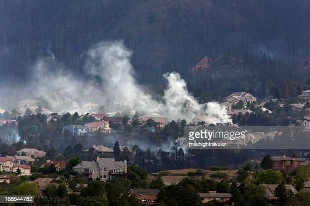 Quemado hillside con casas en Colorado Springs, para fumadores