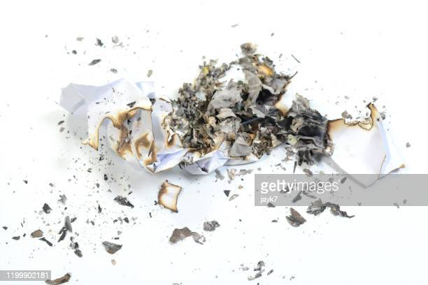 burnt paper - quemar fotografías e imágenes de stock