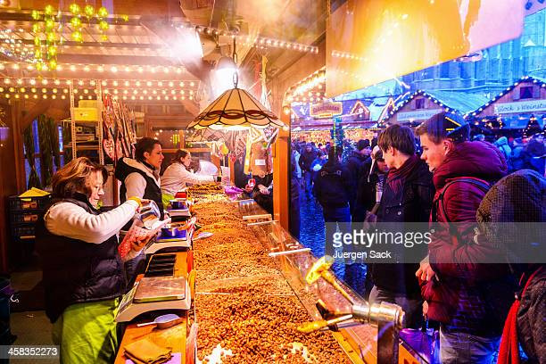 burnt sugar almonds (gebrannte mandeln) at the christmas market erfurt - erfurt stock pictures, royalty-free photos & images