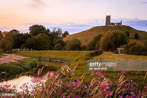 burrow mump, burrowbridge, taunton - taunton somerset stock pictures, royalty-free photos & images