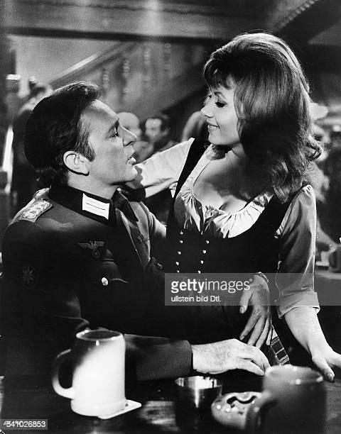Burton Richard *Schauspieler GB mit Ingrid Pitt in dem Film 'Agenten sterben einsam'Regie Brian G Hutton GB 1968