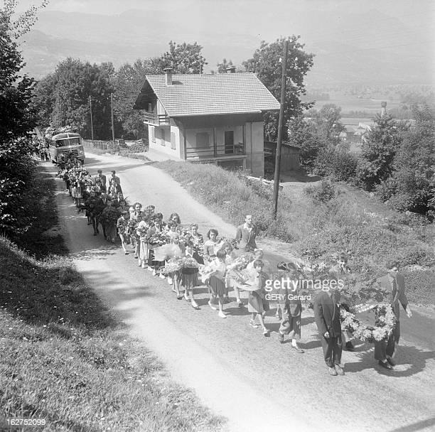 Bus Crash On The Road Of Great Saint Bernard Pass Suisse 13 août 1955 un car français bascule dans un ravin sur la route du Col du Grand SaintBernard...
