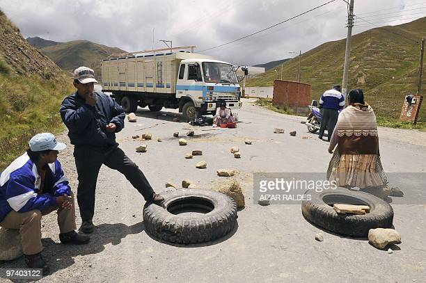 Bus drivers block a provincial road during a 48hour national strike against a decree penalizing drunk driving March 3 2010 in La Paz AFP PHOTO/Aizar...
