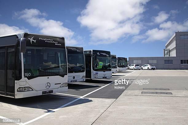 Bus-garage mit shuttle-Busse am Flughafen Frankfurt