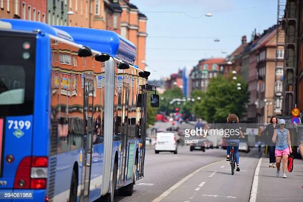 bus in city traffic - marin livsmiljö bildbanksfoton och bilder