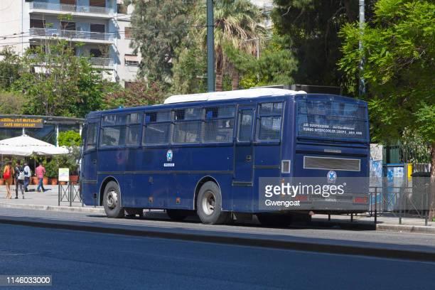 autobús de la policía helénica - gwengoat fotografías e imágenes de stock