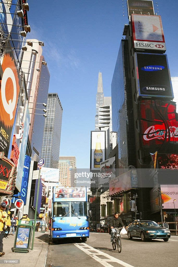 Bus on a road, Times Square, Manhattan, New York City, New York State, USA : Foto de stock
