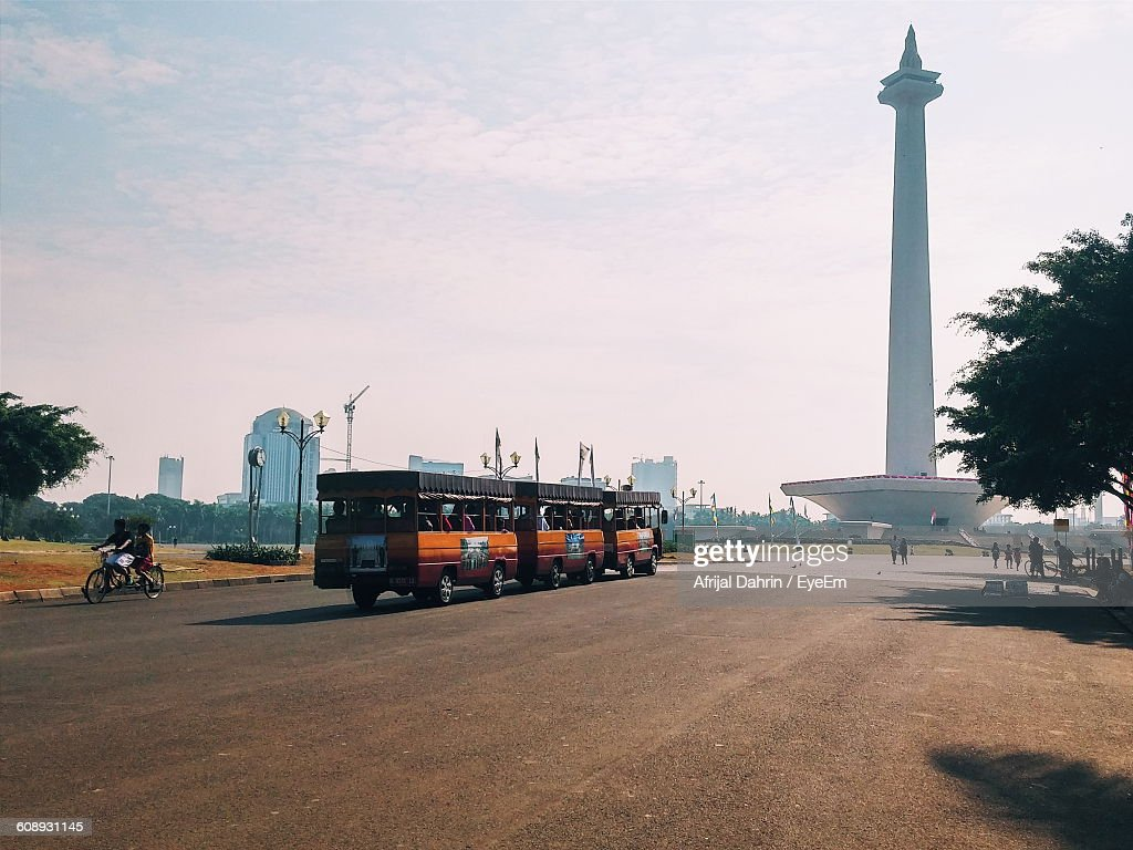 Bus On Street In Front Of National Monument : Stock Photo