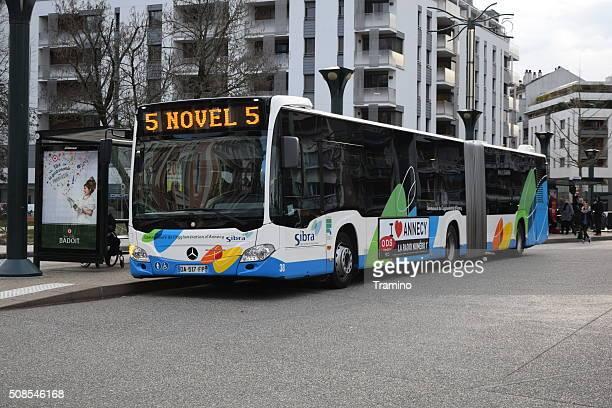 バス路上のにアヌシー - フランス アヌシー ストックフォトと画像