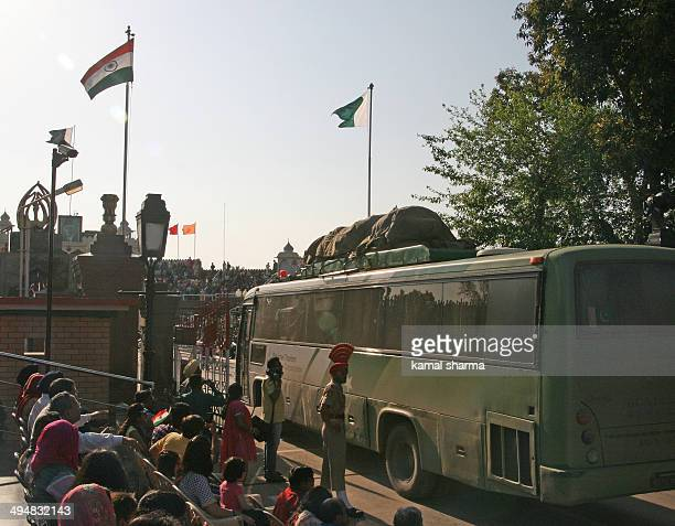 CONTENT] bus plying between India and Pakistan crossing wagah border