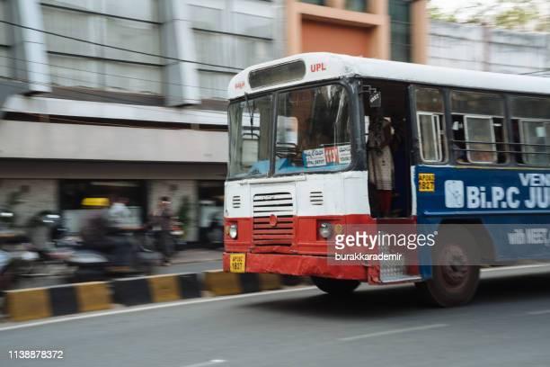 インドのハイデラバードのバス公共交通機関。 - テランガナ州 ストックフォトと画像