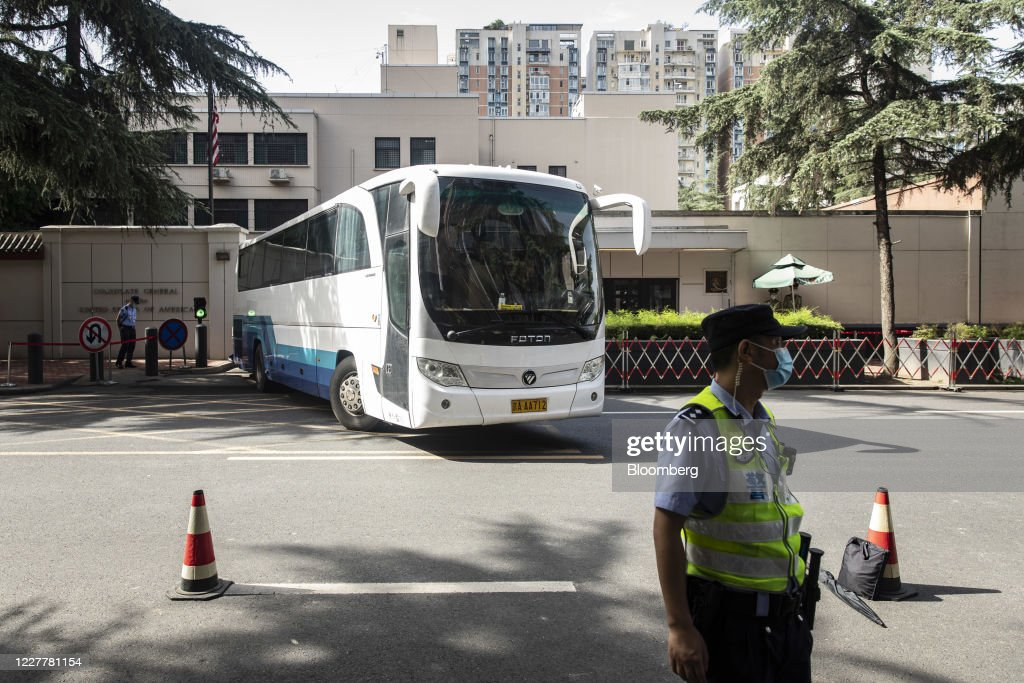 Closure of U.S. Consulate in Chengdu Draws Wide Attention : ニュース写真