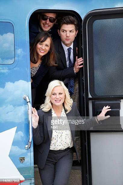 RECREATION Bus Tour Episode 421 Pictured Rashida Jones as Ann Perkins Chris Pratt as Andy Dwyer Amy Poehler as Leslie Knope Adam Scott as Ben Wyatt