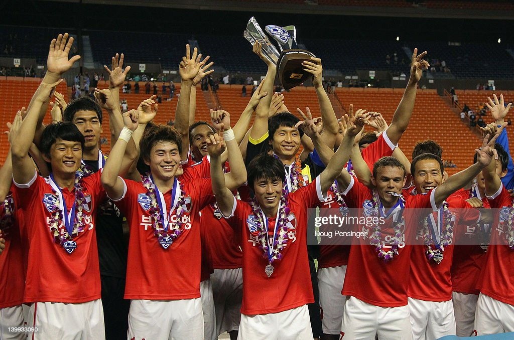 busan-ipark-fc-celebrate-with-the-trophy
