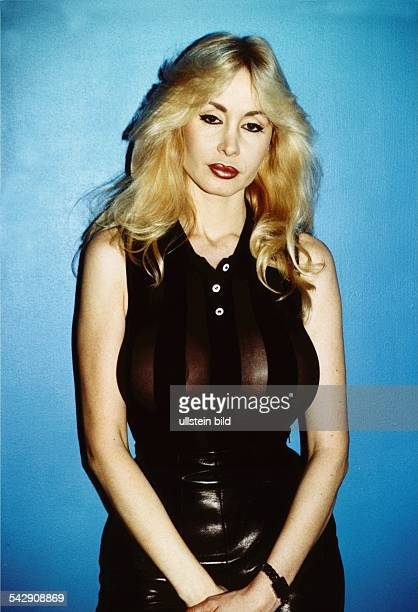 BusenWunder und Pornodarstellerin Dolly Buster aufgenommen im Februar 1999 Aufgenommen Februar 1999