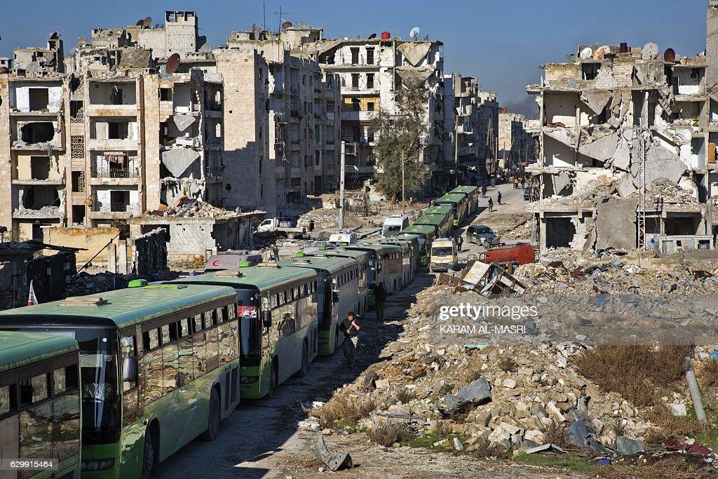 TOPSHOT-SYRIA-CONFLICT : ニュース写真