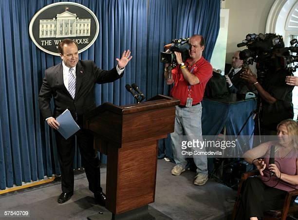 Bush Administration Press Secretary Scott McClellan waves goodbye to the press corps after holding his last official press briefing at the White...