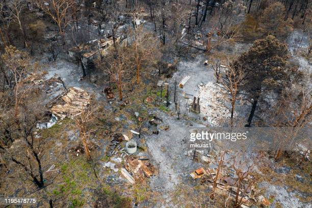 bush fire destruction with home - australia fire imagens e fotografias de stock