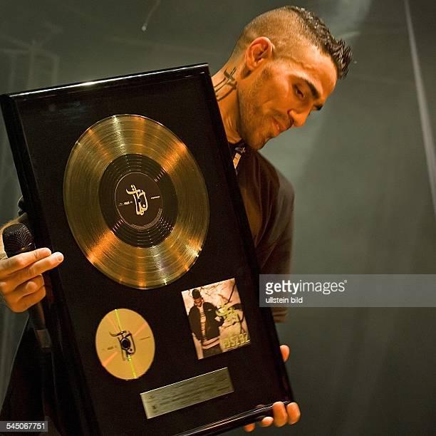 Bushido Rap HipHop D Konzert in der Berliner Columbiahalle erhält eine Goldene Schallplatte