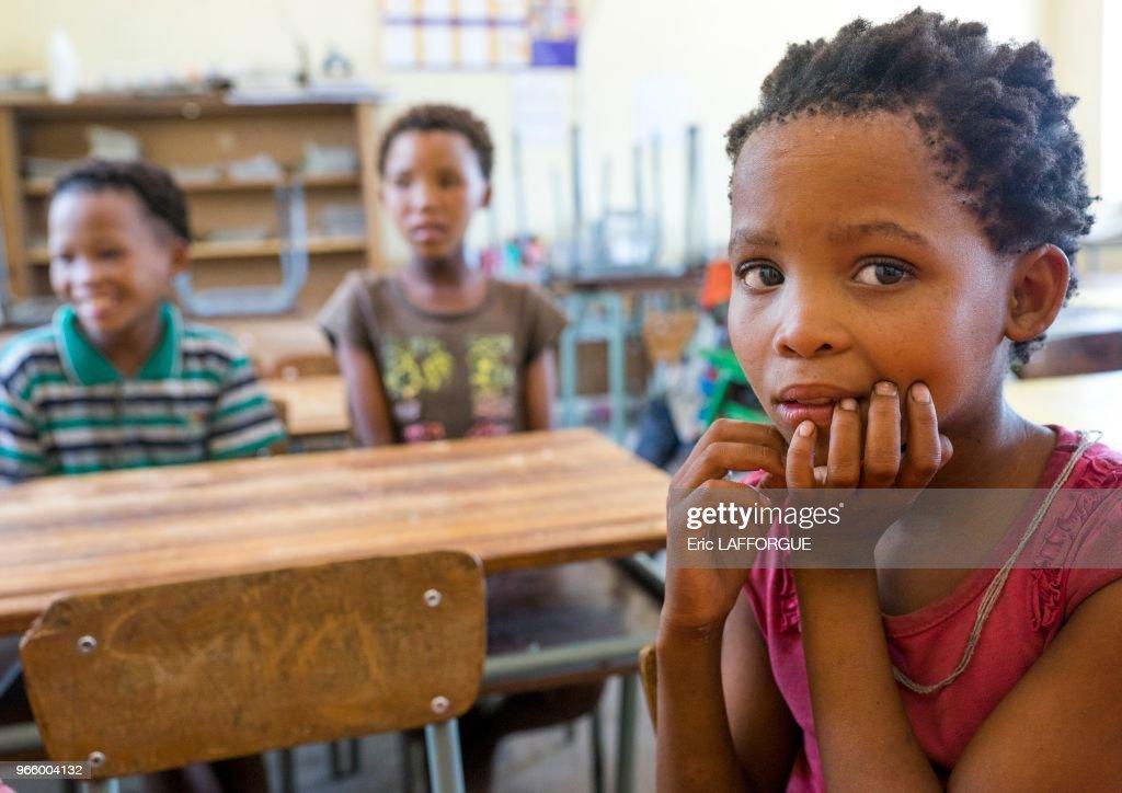 Bushman Children : News Photo
