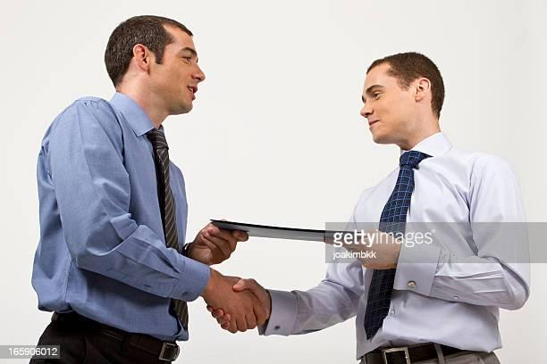 Business Vertrag mit hand schütteln