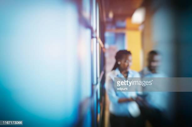 business busyness blur - druckpunkt stock-fotos und bilder