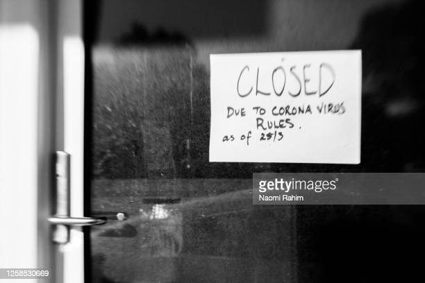business closed - hand-written sign on shop window during coronavirus restrictions - melbourne australia stock pictures, royalty-free photos & images