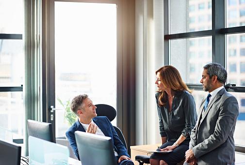 Business colleagues in informal meeting - gettyimageskorea