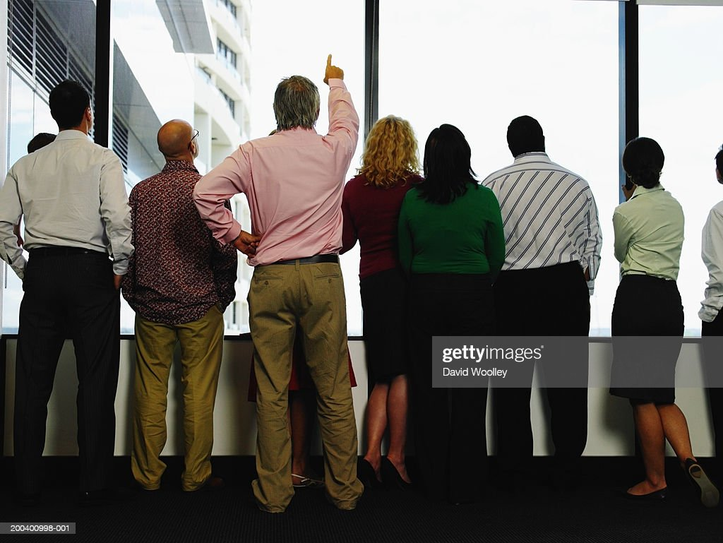 Business colleagues looking out window in office, rear view : Stockfoto