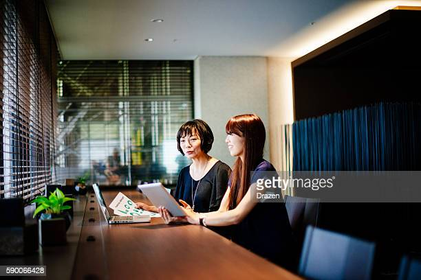 business community in japan finding new markets for investments - lypsekyo16 stock pictures, royalty-free photos & images