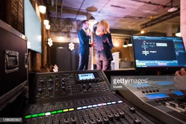 zakelijke conferentie backstage - izusek stockfoto's en -beelden